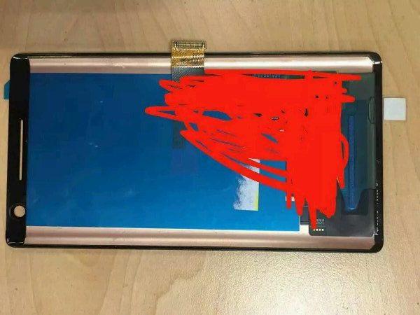 Ảnh rò rỉ linh kiện của Nokia 9 tại cơ sở lắp ráp khẳng định  máy sẽ có màn hình tràn cạnh