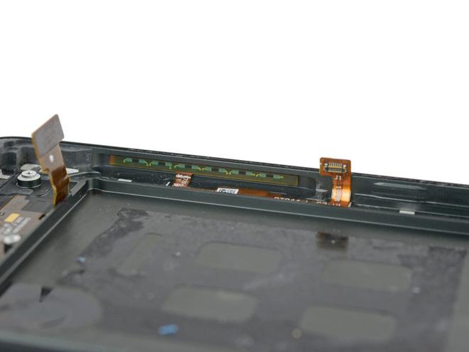 iFixit mổ Google Pixel 2 XL, chỉ đạt 6/10 điểm sửa chữa - Ảnh 22.