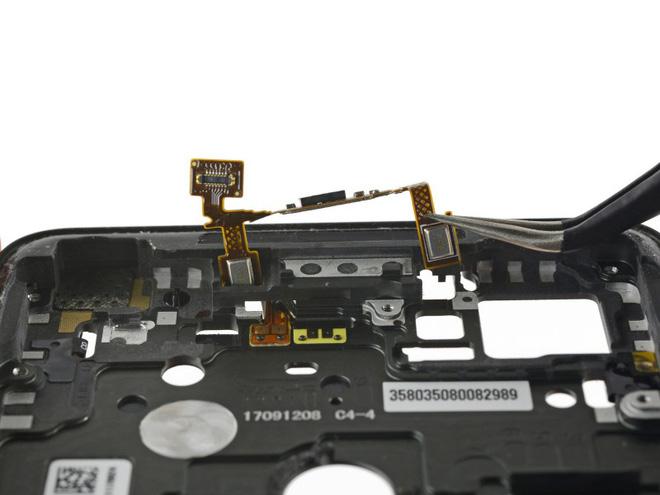 iFixit mổ Google Pixel 2 XL, chỉ đạt 6/10 điểm sửa chữa - Ảnh 30.