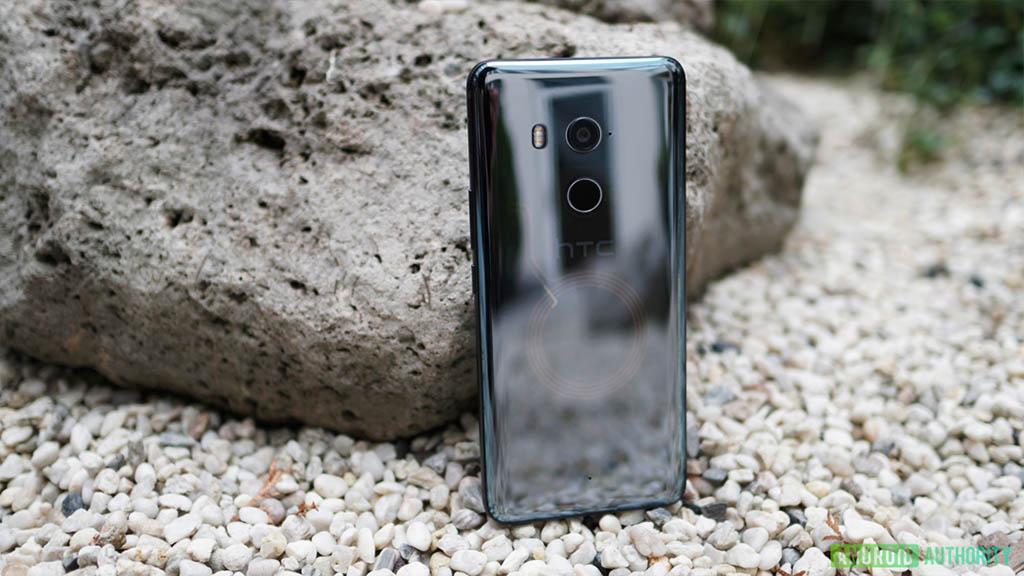 Cùng xem một số hình ảnh cận cảnh HTC U11 Plus với mặt lưng xuyên thấu độc đáo