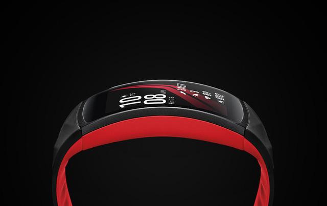 Đánh giá Samsung Gear Fit2 Pro: Sản phẩm có thiết kế đẹp, chống nước tới 50m, thoải mái lên rừng xuống biển và tập gym