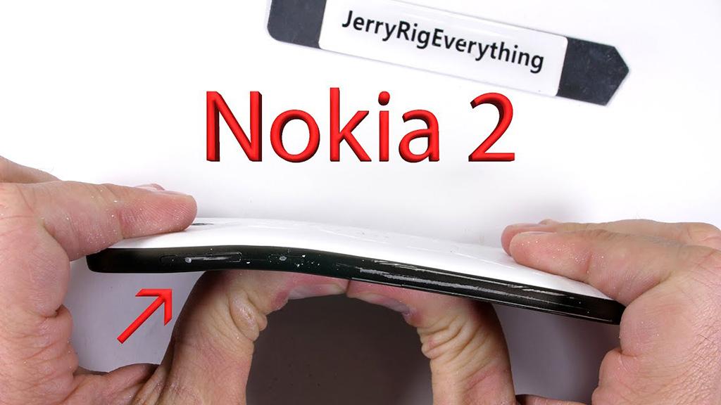 Cùng JerryRigEverything thử nghiệm độ bền của Nokia 2, có phải là smarthphone nồi đồng cối đá tiếp theo của Nokia?