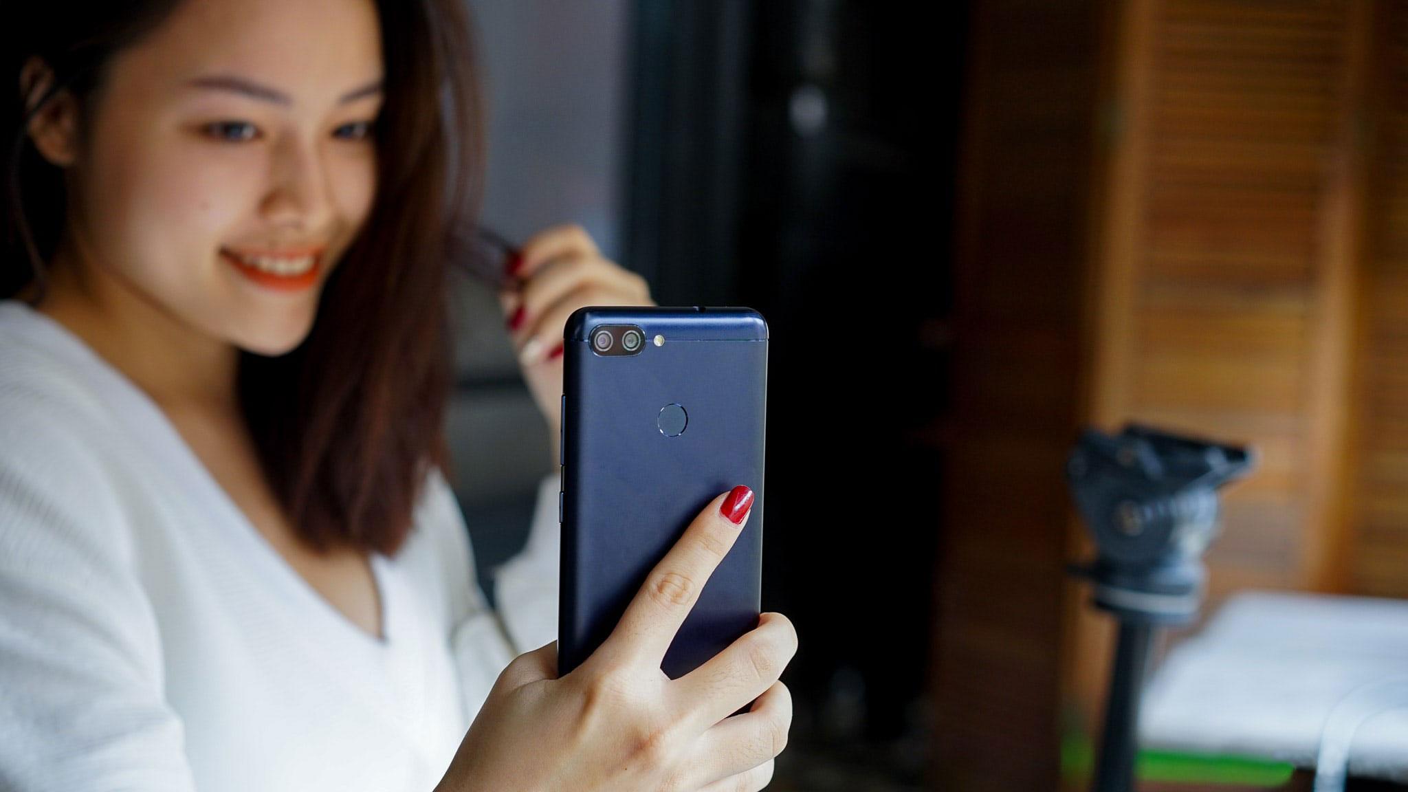 Trên tay Zenfone Max Plus (M1): Chỉ là tên gọi khác của