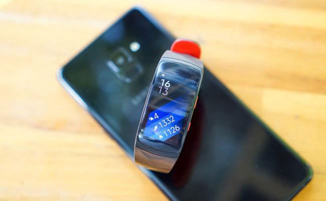 Mở hộp vòng đeo tay thông minh Gear Fit2 Pro, giá gần 4,2 triệu đồng, 6/1/2018 chính thức lên kệ