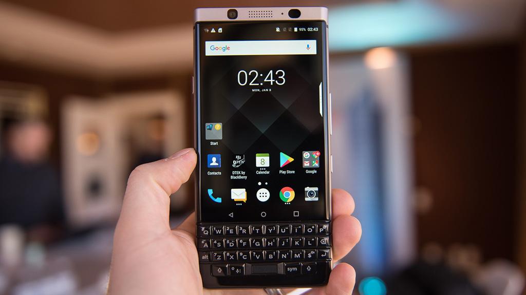 CES 2018: Cận cảnh BlackBerry KEYone phiên bản màu đồng Bronze Edition, bỏ thẻ microSD, có Dual SIM