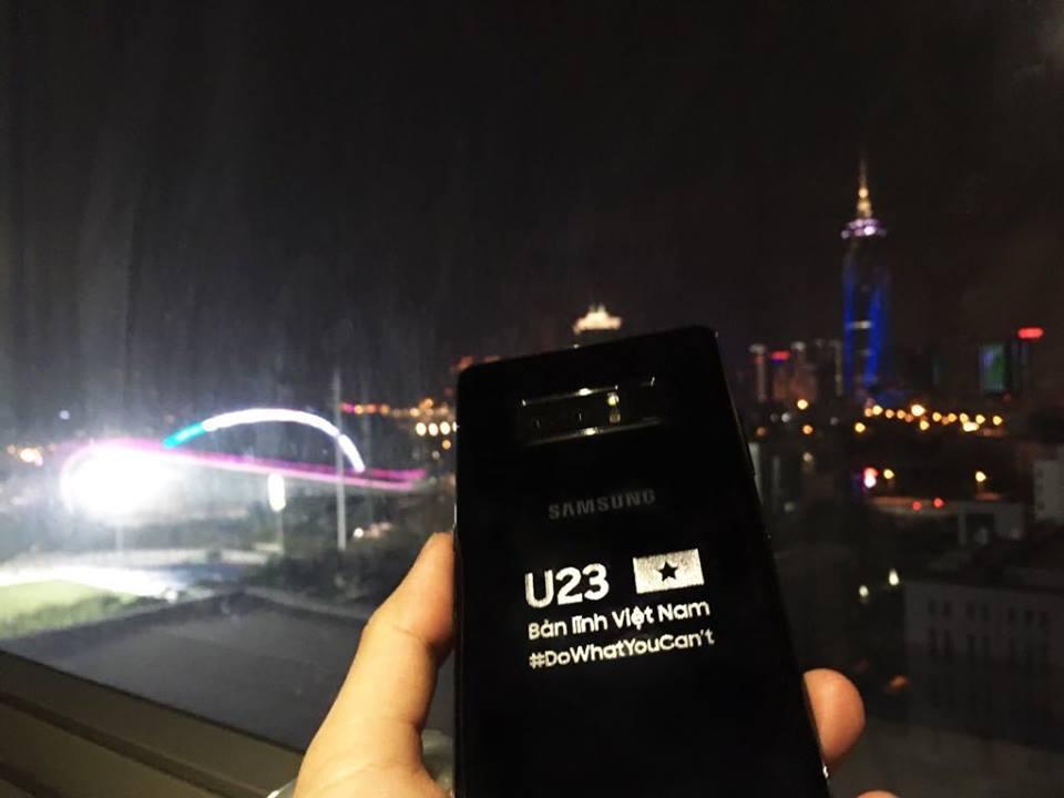 Samsung gửi tặng phiên bản Galaxy Note 8 đặc biệt và Gear S3 Frontier cho toàn bộ đội tuyển U23 Việt Nam với tổng giá trị lên đến 1,2 tỷ đồng