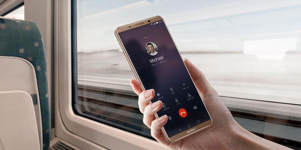 Huawei tung video cho thấy Mate 10 Pro có thể thay con người lái siêu xe Porsche Panamera