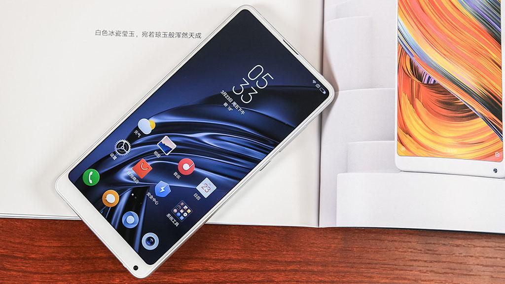 Cận cảnh Xiaomi Mi MIX 2S: vẫn rất quyến rũ, bù đắp cho khuyết điểm lớn trên Mi MIX 2