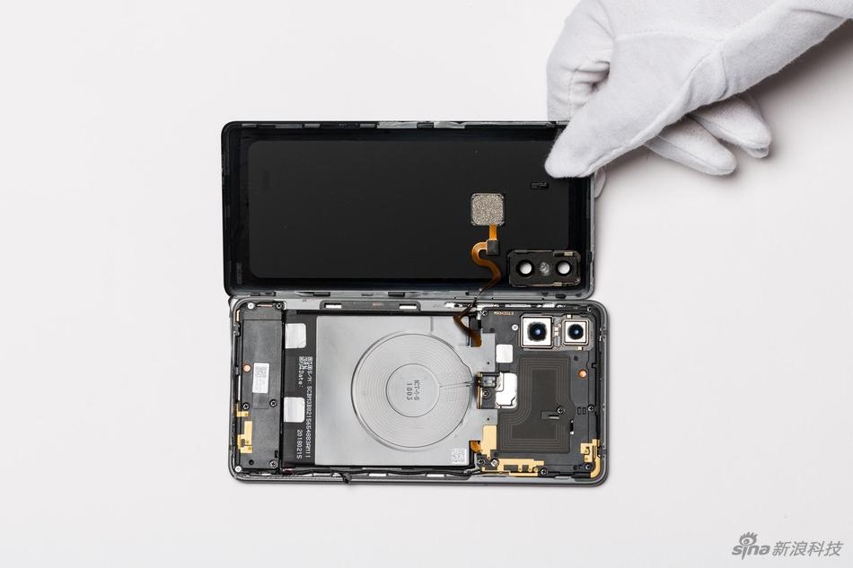 Tháo bung Mi MIX 2S: Đây là những gì bạn có thể tìm thấy trong một thiết bị cực kỳ sexy