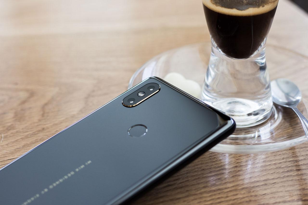 Cận cảnh Xiaomi Mi MIX 2S: Cấu hình khủng, đẹp xuất sắc, giá chỉ 13 triệu