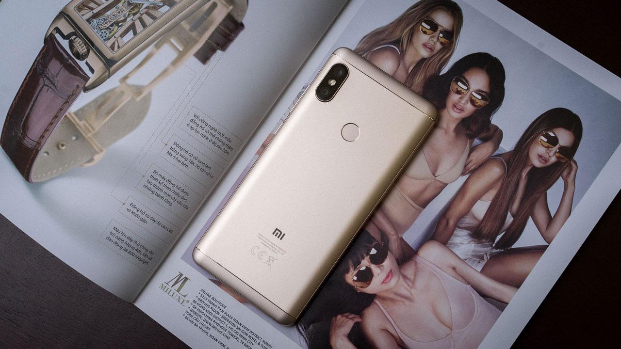 Mở hộp Xiaomi Redmi Note 5 chính hãng tại Việt Nam: Quái kiệt chụp hình với giá chỉ từ 4.8 triệu
