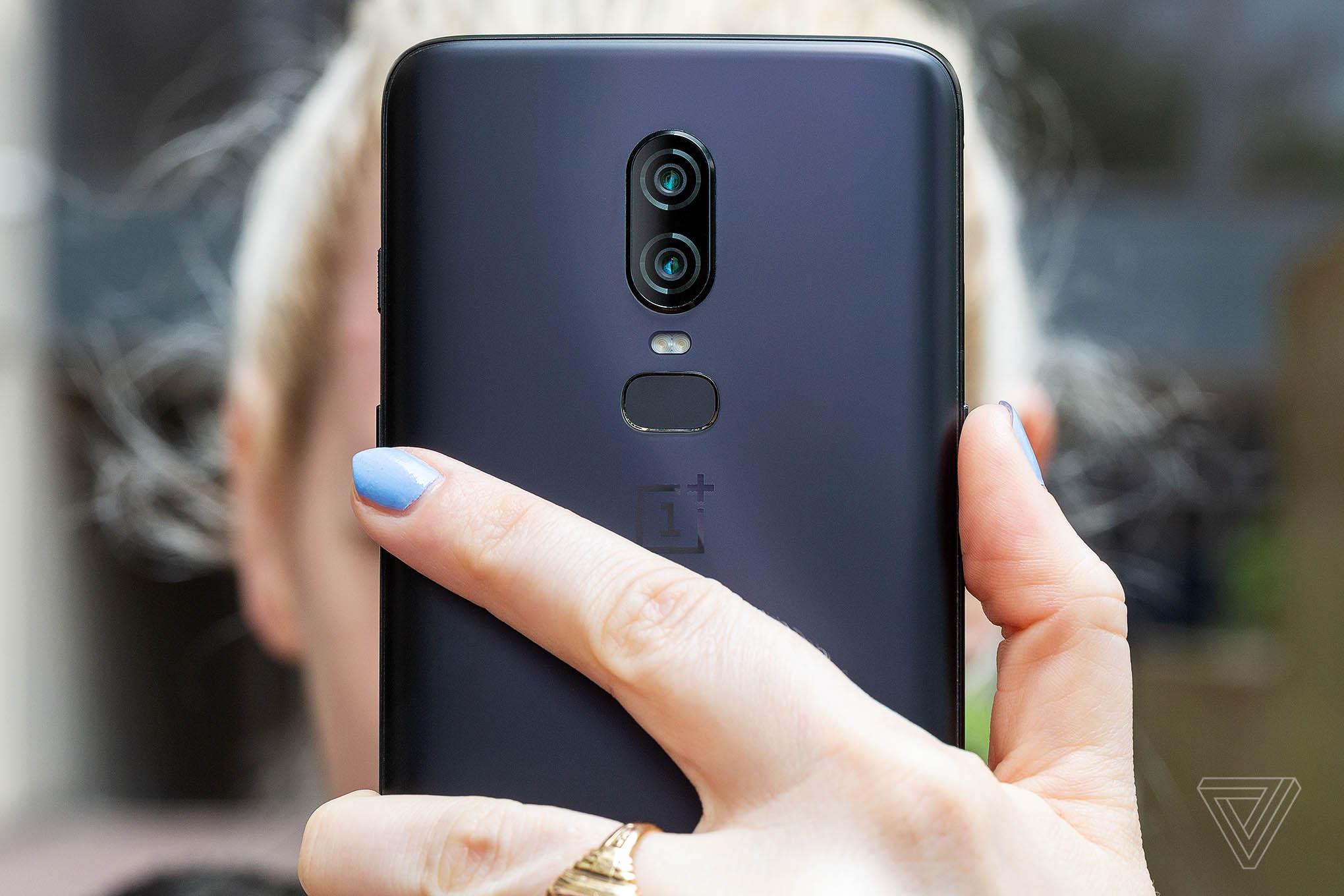 Cận cảnh OnePlus 6: Smartphone màn hình tai thỏ, vi xử lý Snapdragon 845 giá chỉ 529 USD