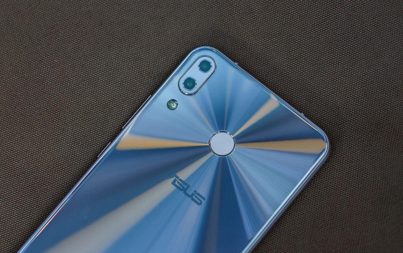 Mở hộp và trên tay nhanh Zenfone 5 chính hãng: Thiết kế cao cấp, màn hình đẹp, camera kép chất lượng