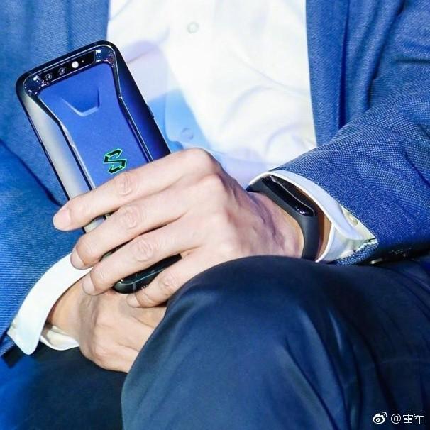 Xiaomi Mi Band 3 sẽ được trang bị eSIM để gọi điện mà không cần smartphone