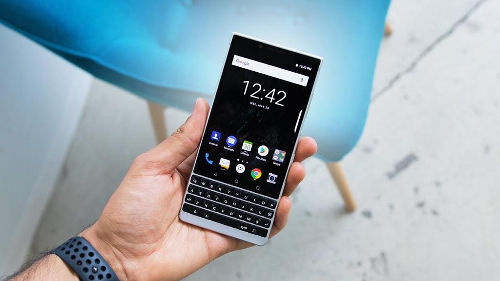 Cận cảnh BlackBerry KEY2: Thiết kế tương tự KEYone, bàn phím lớn hơn, có camera kép