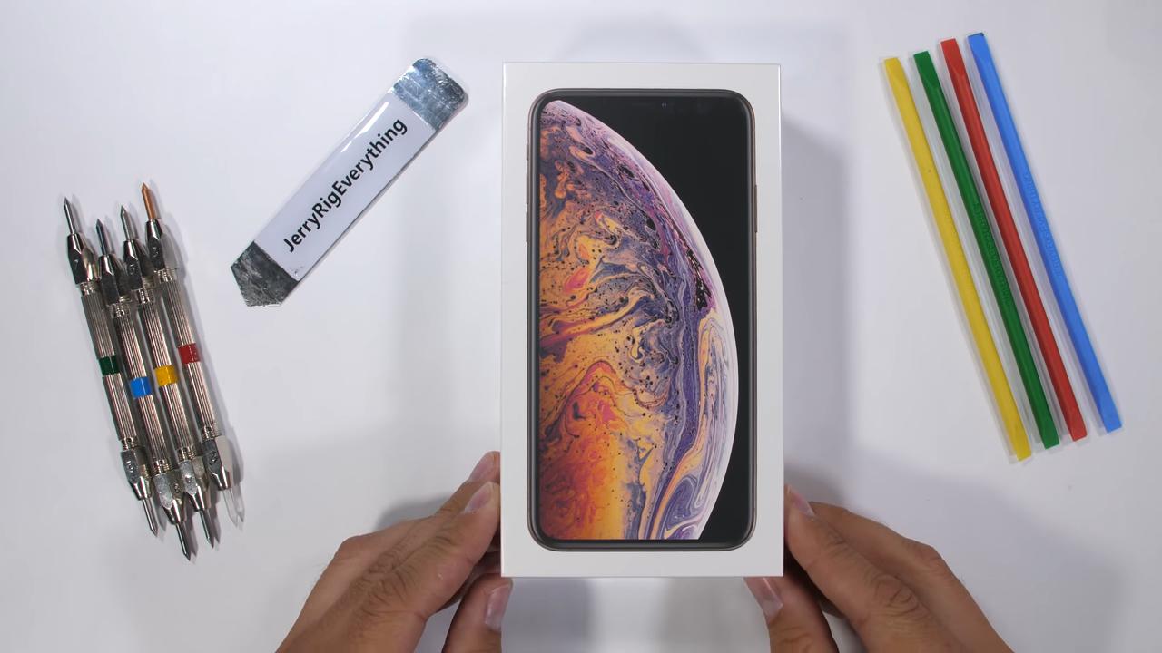 Tổng hợp video kiểm tra độ bền iPhone XS, XS Max