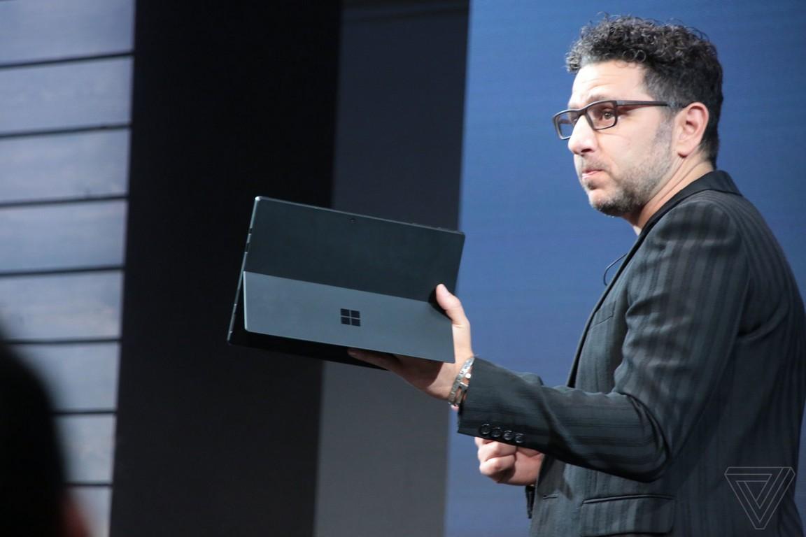 Trên tay Surface Pro 6 phiên bản màu đen nhám, nâng cấp đến từ bên trong