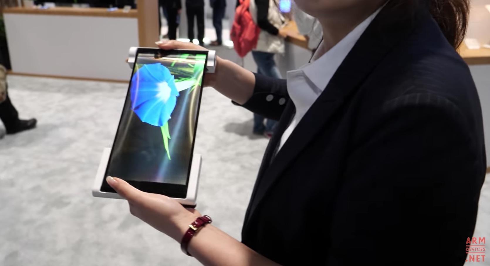 BOE trình diễn công nghệ màn hình OLED dẻo 12.3 inch có thể cuộn lại
