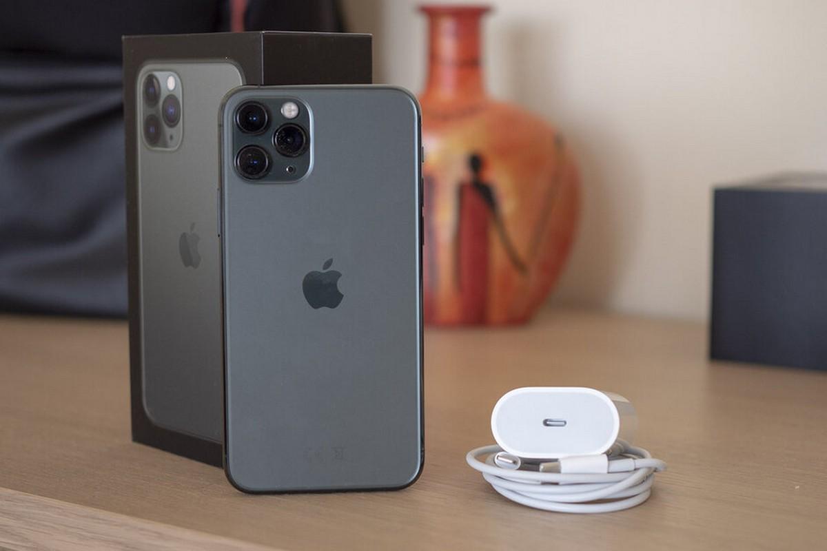 So sánh tốc độ sạc nhanh trên iPhone 11 Pro với củ sạc 18W được tặng kèm theo máy