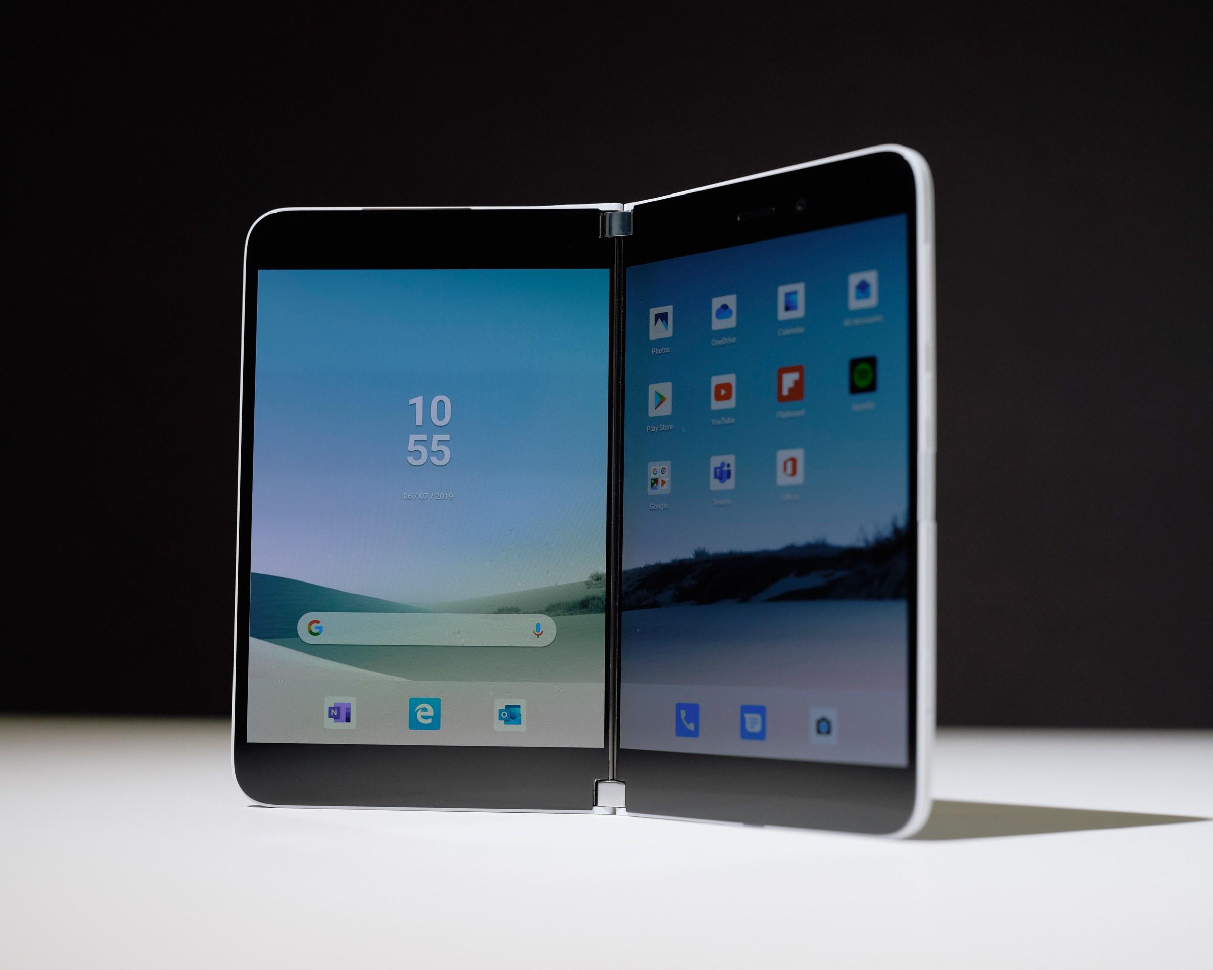 Surface Duo: Chiếc smartphone chạy Android đầu tiên của Microsoft đã chính thức thành hiện thực