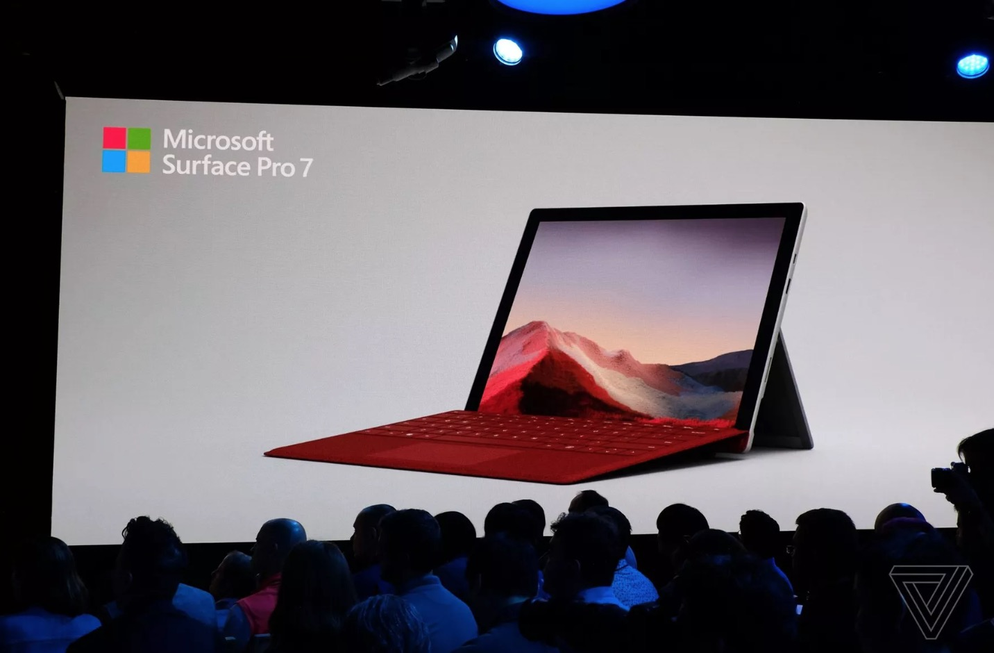 Surface Pro 7 chính thức ra mắt: Bổ sung cổng USB Type-C, chip Intel thế hệ 10, giá từ 749 USD