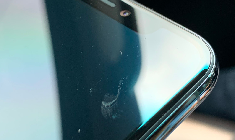 Người dùng phàn nàn vì màn hình iPhone 11 bỏ vào túi thôi cũng bị trầy