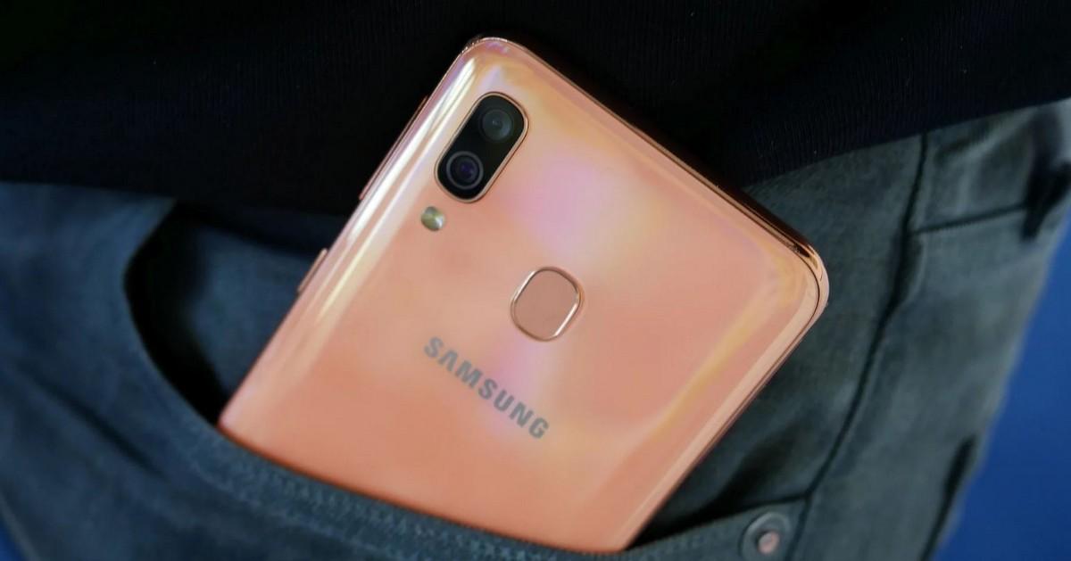 Galaxy A01: Smartphone giá rẻ mới của Samsung với camera kép và pin 3000mAh