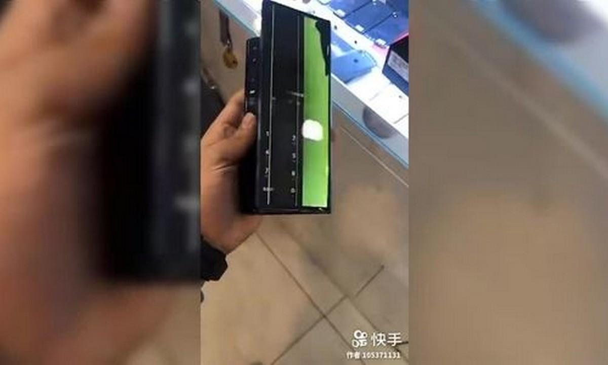 Một chiếc Huawei Mate X bất ngờ bị hỏng màn hình ngay sau khi mở bán