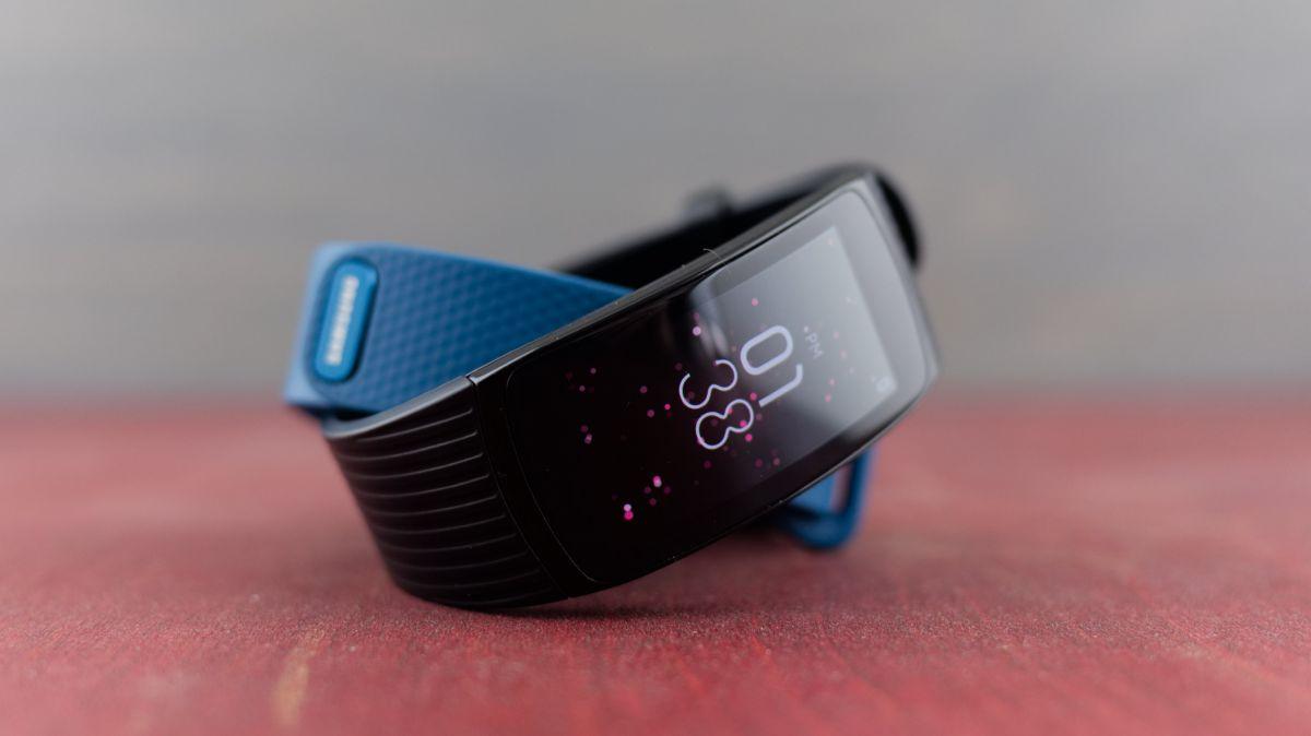 Đập hộp và trên tay smartband Gear Fit2 Pro, giá gần 4,2 triệu đồng