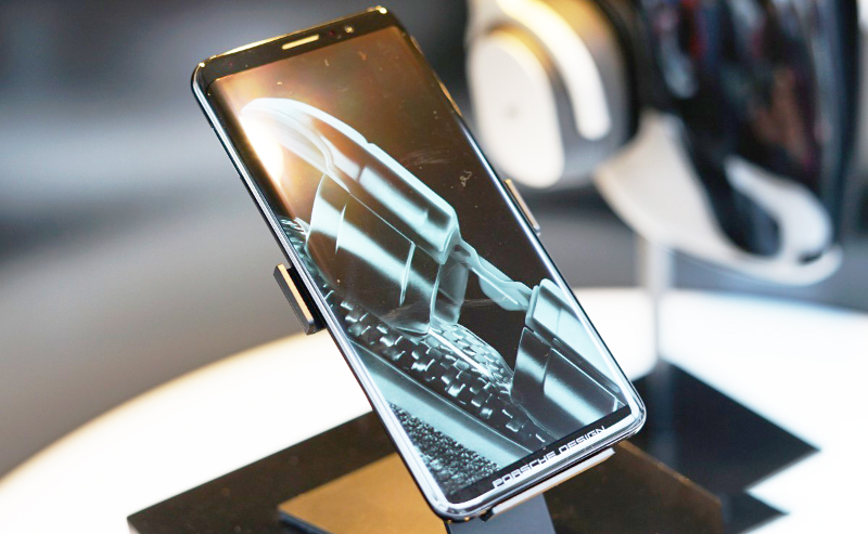 Huawei Mate 20 Pro sẽ có màn hình OLED cong và cảm biến vân tay ngay trên màn hình