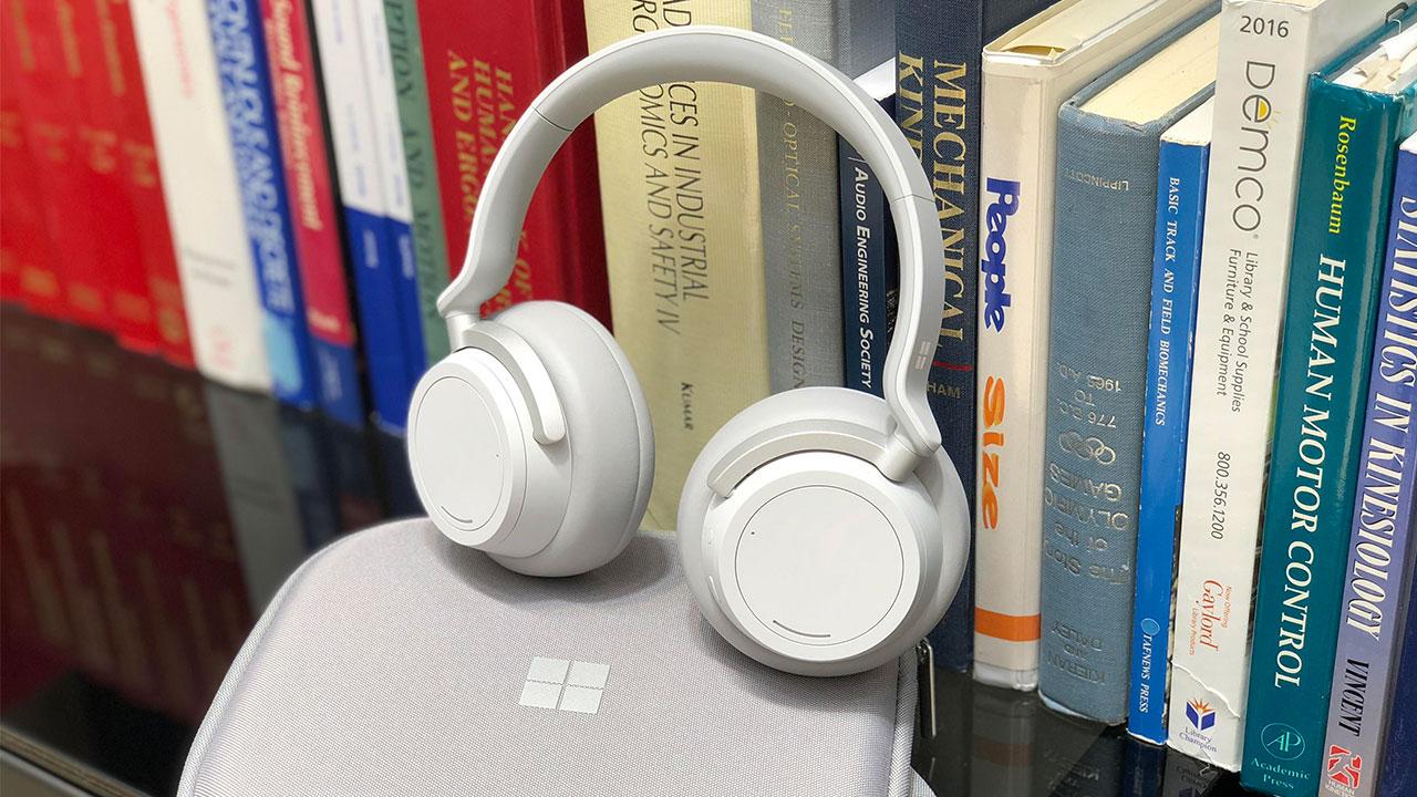 Hình ảnh cận cảnh tai nghe không dây Surface Headphones mới của Microsoft