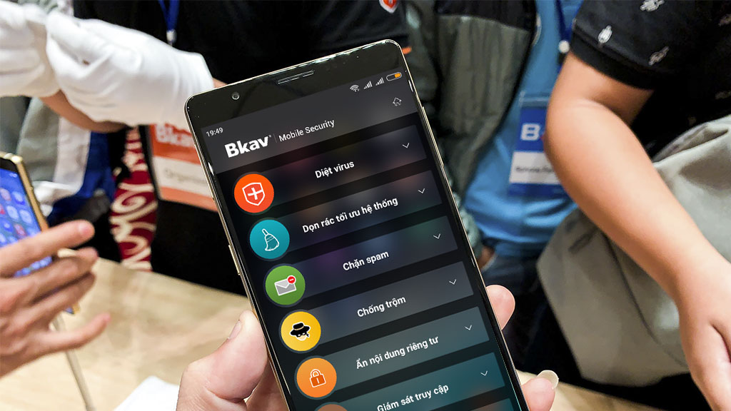Tải và cài đặt ứng dụng Bkav Mobile Security trong Bphone 3 lên máy Android khác