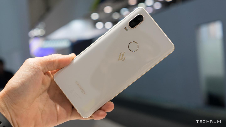 Vsmart Active 1 chính thức lộ diện: Chiếc smartphone đầu tiên của Vingroup