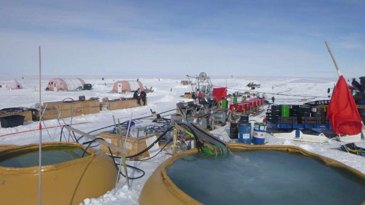 Dùng khoan nước nóng, các nhà khoa học khoan được hố sâu kỷ lục tại Nam Cực: tận 2.152 mét!