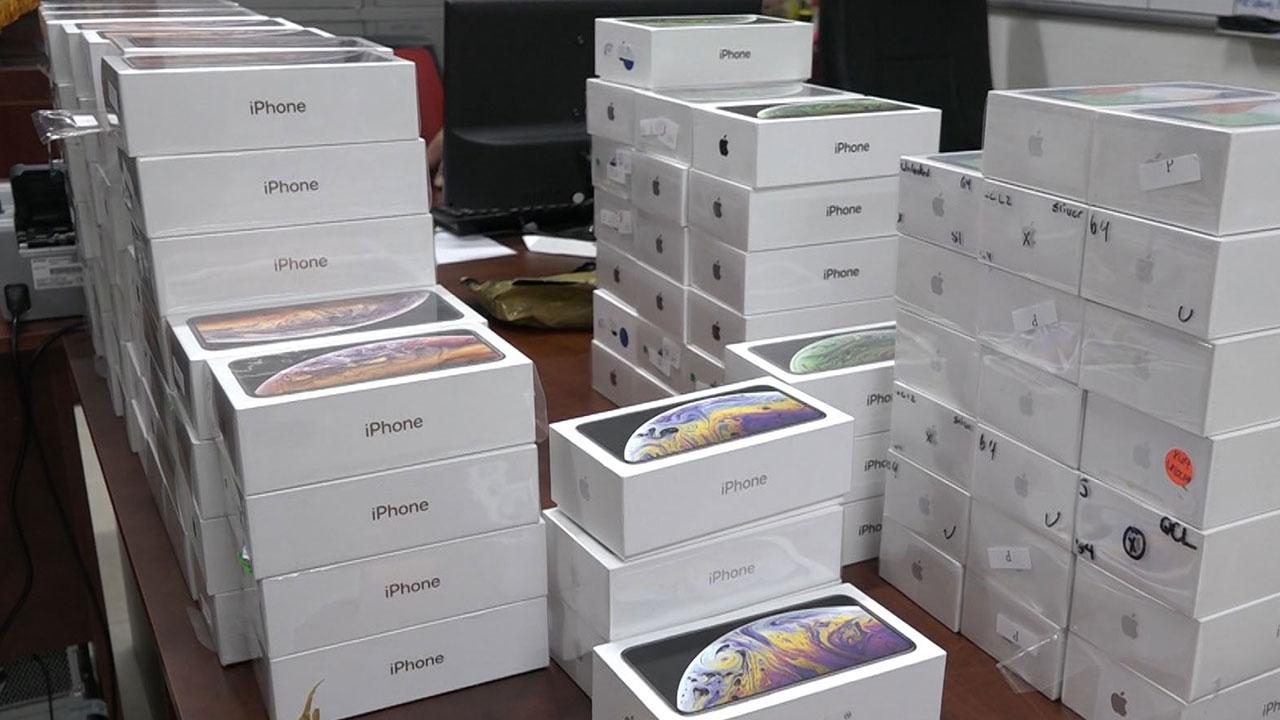 Thu giữ lô hàng iPhone, iPad nhập lậu trị giá hơn 4 tỉ đồng
