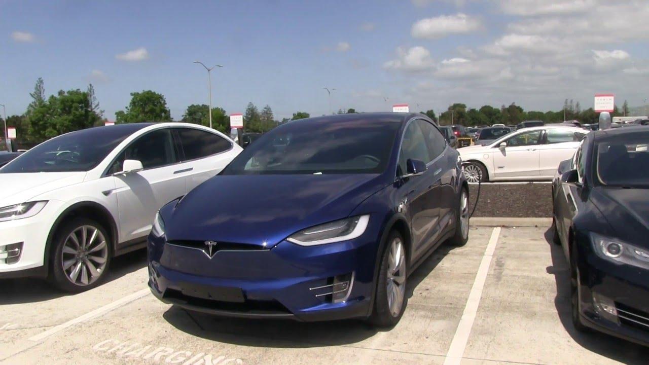Một chiếc Tesla Model S bỗng dưng bốc cháy trong nhà xe ở San Francisco