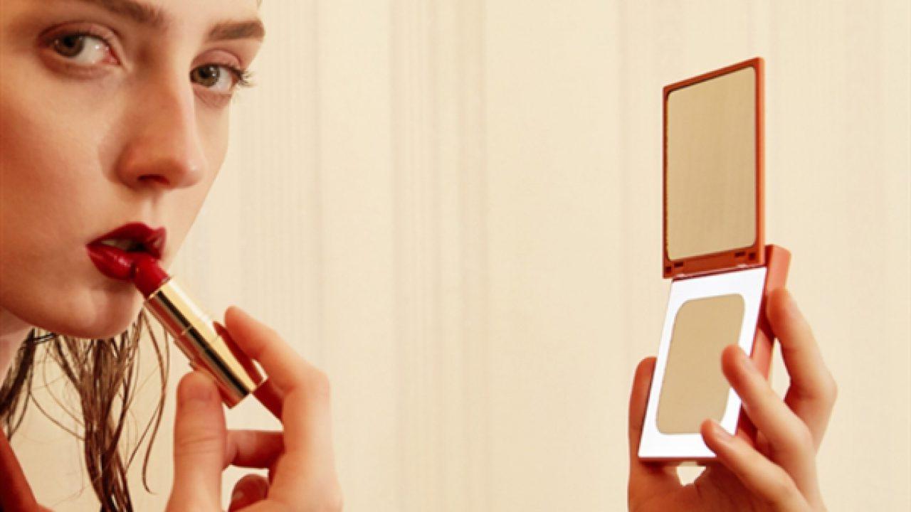 Xiaomi ra mắt gương trang điểm kiêm sạc dự phòng dung lượng 3000mAh, giá khoảng 435 ngàn