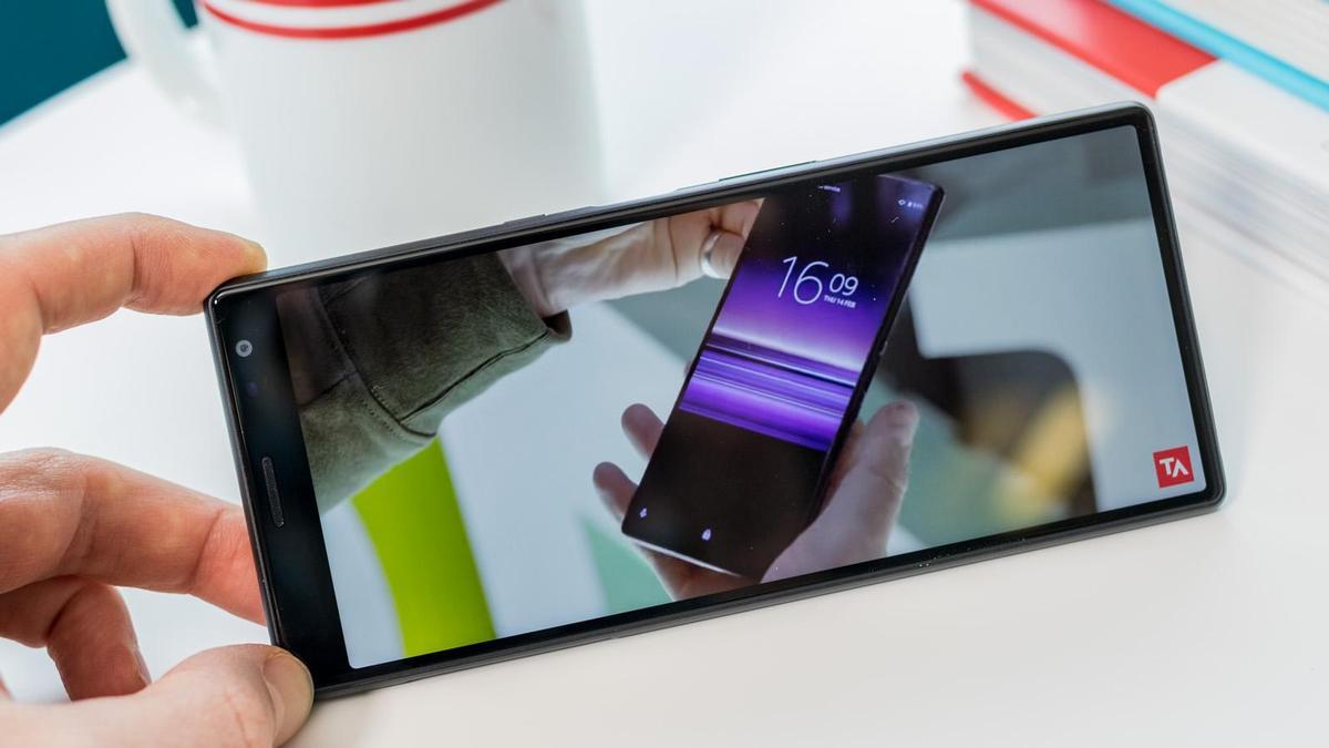 Sony Xperia 20 lộ toàn bộ thông tin cấu hình với màn hình 6 inch tỷ lệ 21:9, Snapdragon 710, camera chính 12MP + 12MP