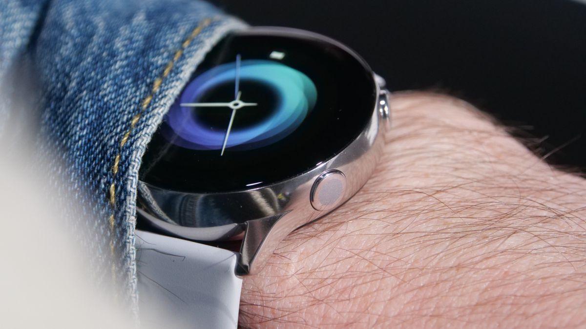 Galaxy Watch Active 2 tiếp tục rò rỉ ảnh thực tế, viền mỏng hơn thế hệ trước