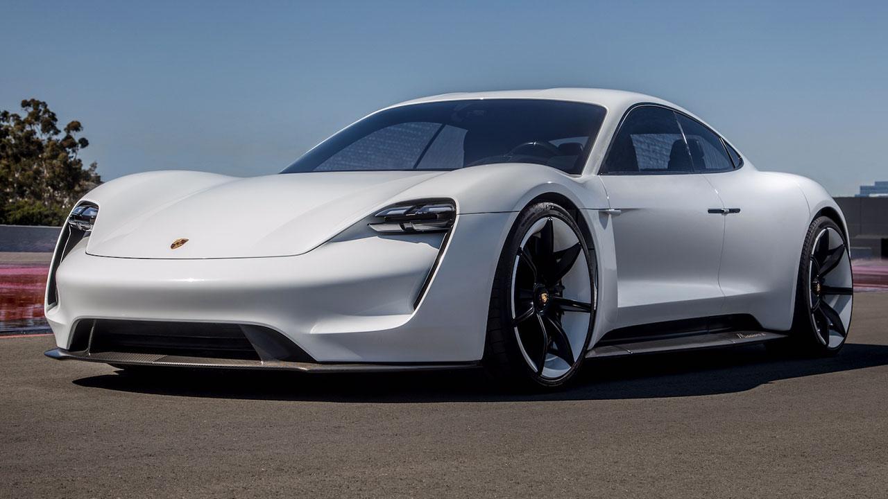 Siêu xe chạy điện Porsche Taycan lộ nội thất, cực kỳ đẳng cấp và khác biệt so với Tesla