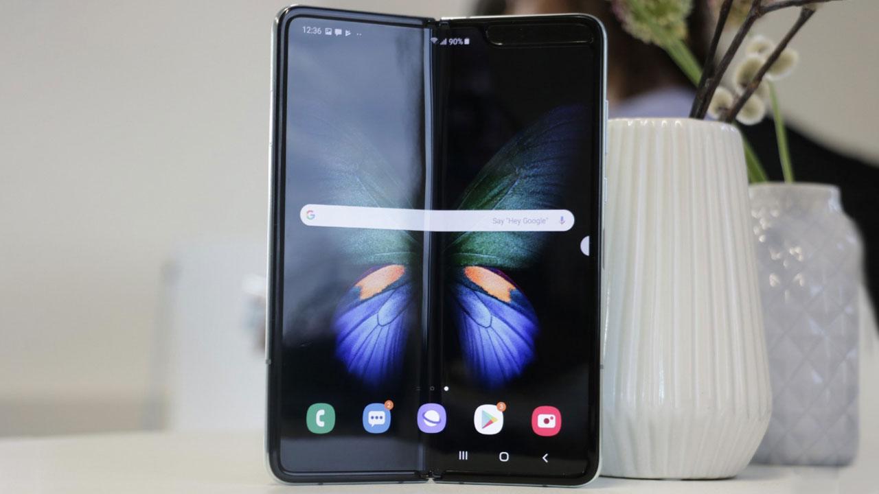Samsung Galaxy Fold cháy hàng chỉ sau vài giờ mở bán tại quê nhà Hàn Quốc