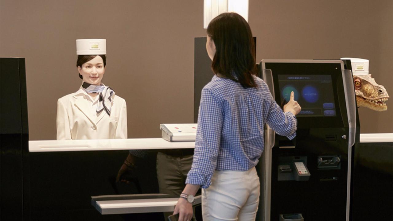 Chuỗi khách sạn nổi tiếng ở Nhật phải xin lỗi vì bị hacker chiếm quyền điều khiển robot, quay lén khách hàng
