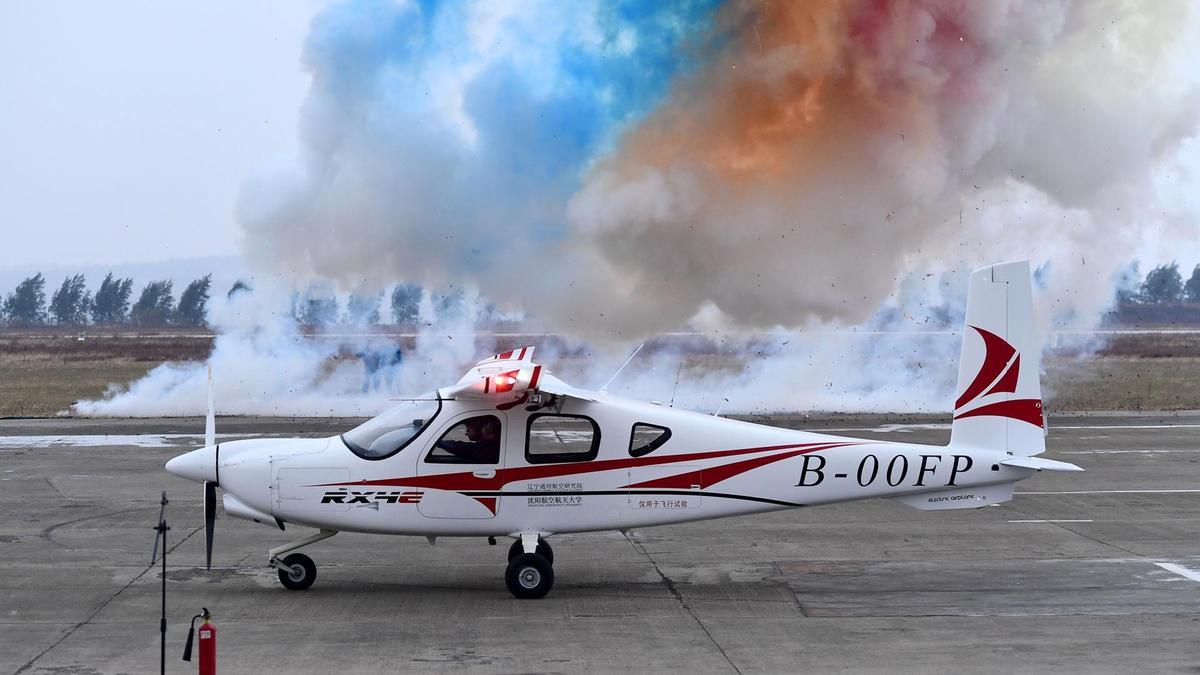 Trung Quốc vừa hoàn tất chạy thử nghiệm máy bay điện đầu tiên trên thế giới: bay 300km trong 1 lần sạc