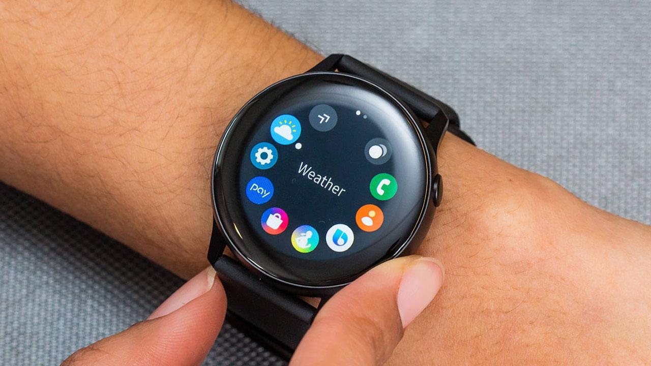 Samsung mang vòng bezel cảm ứng của Galaxy Watch Active 2 xuống Watch Active đời đầu