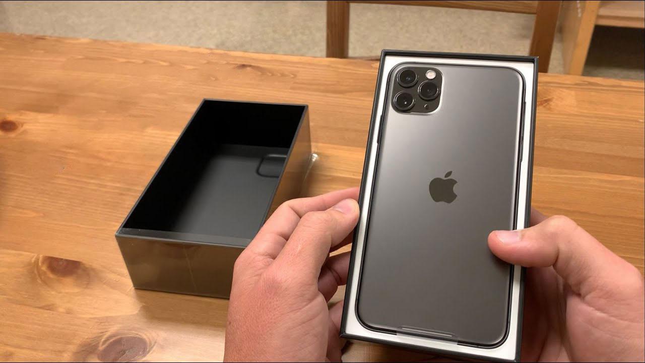 Mua iPhone 11 Pro Max mới, người đàn ông nhận được cáp sạc USB-A to Lightning 'cũ' kèm trong hộp