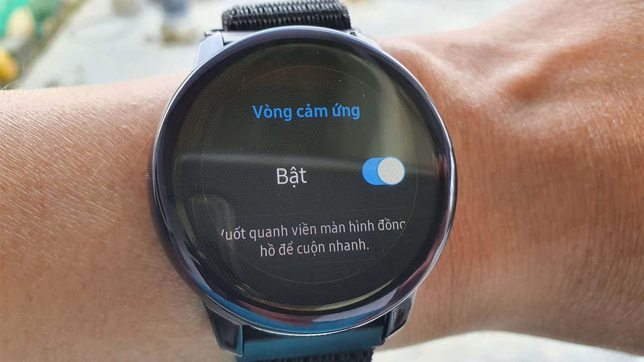 Galaxy Watch Active chính thức được Samsung cập nhật bổ sung tính năng viền bezel điện tử