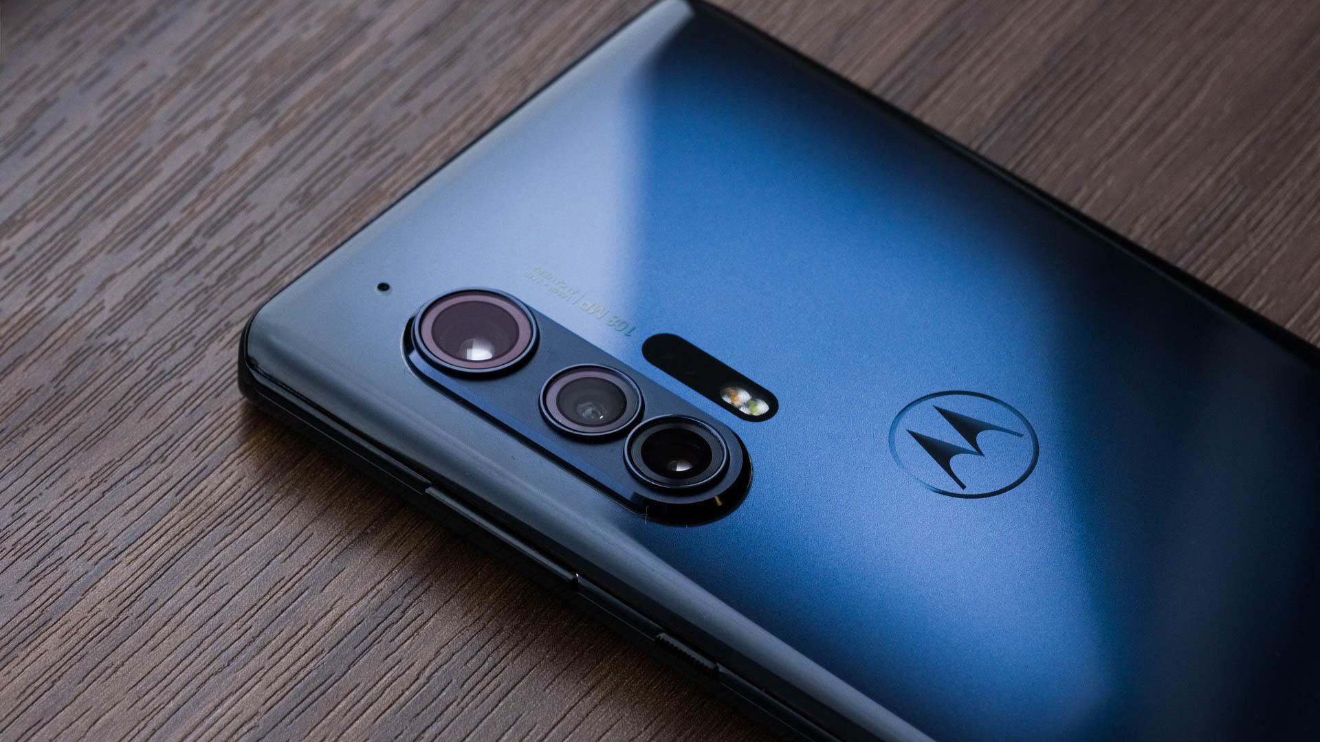 Motorola quay trở lại cuộc đua smartphone cao cấp với Edge Plus giá 1.000 USD