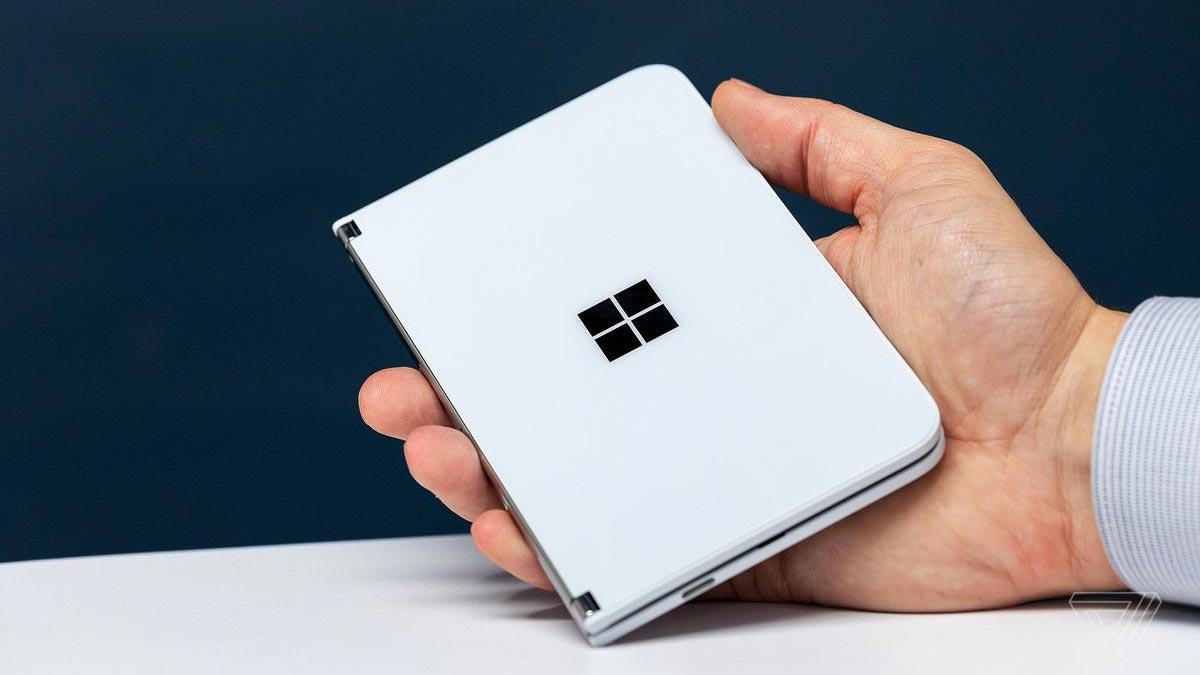 Surface Duo sẽ được trang bị vi xử lý Snapdragon 855, RAM 6GB, và màn hình AMOLED