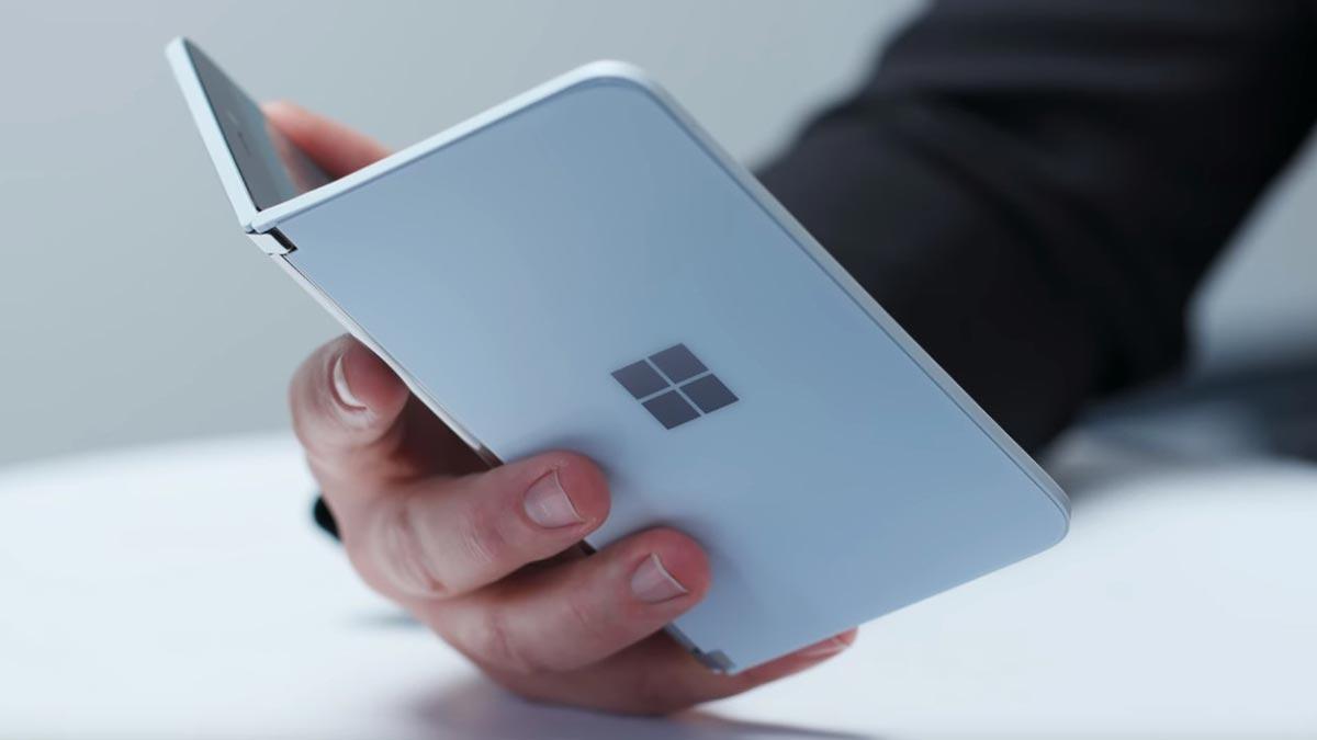 Smartphone hai màn hình Surface Duo sẽ sớm lên kệ trong tháng 8 này, trước cả Galaxy Note 20 và Galaxy Fold 2