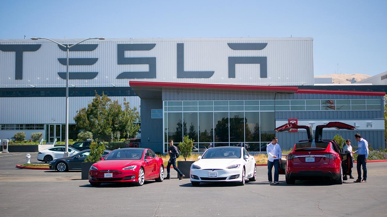 Tesla chính thức trơ thành công ty ô tô lớn nhất hành tinh: Vốn hóa thị trường lớn hơn cả Toyota, Disney và Coca Cola